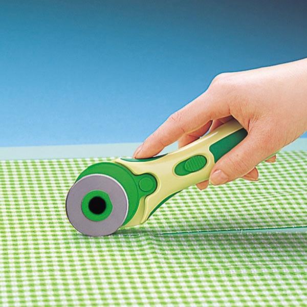 Roulette Pour Couper Le Tissu Table De Coupe Ikea Pliante